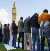 <p style='text-align:center;'>قصة إسلام خمسة مسيحيين من التشيك في بضع ساعات<br /><span style='font-size:20px;'>المهتدي الأول رأى في منامه أن أوربا تتحول إلى الإسلام</span></p>