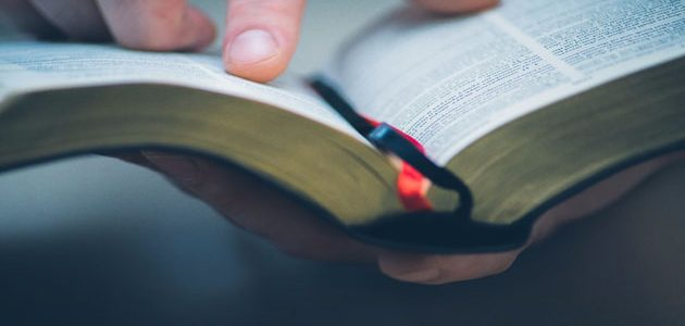 ما الفرق بين الكتاب المقدس وبين التوراة والإنجيل والزبور؟