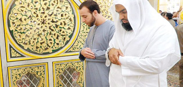 كيف اهتدى جندي أمريكي في معتقل غوانتانامو إلى الإسلام؟
