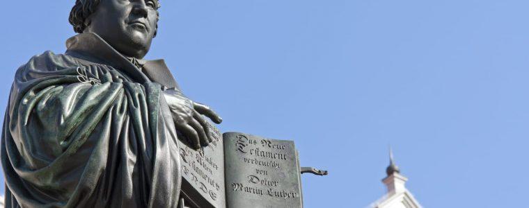 لماذا ثار لوثر على الكنيسة؟